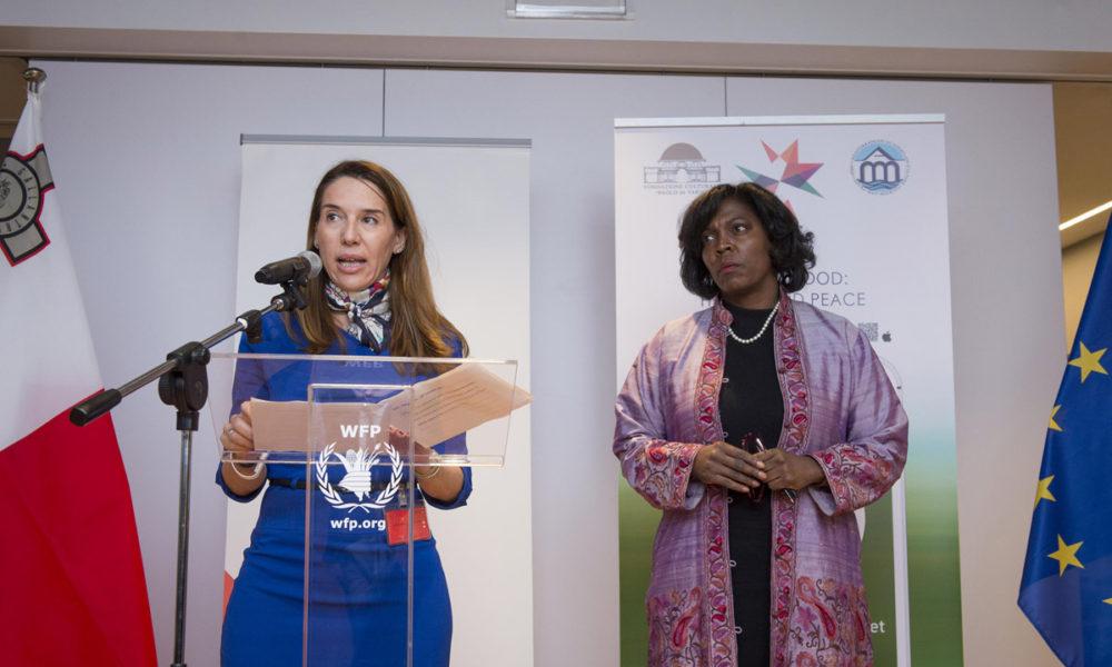 Da Sx l'Ambasciatrice di Malta, Vanessa Frazier, rappresentante permanente al WFP e il Direttore Esecutivo del World Food Programme Ertharin Cousin  Photo: WFP/Giulio d'Adamo