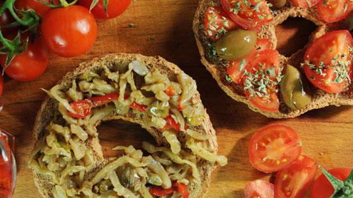 fresina-dieta-mediterranea-pomodoro-pachino-olive-origano-sale-olio-1