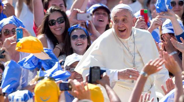 Papa Francesco incontra i Giovani delle Scuole in Piazza San Pietro